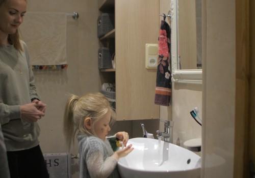 Roku mazgāšanā vecākiem jārāda piemērs bērniem