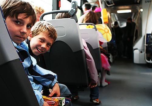 No septembra Rīgas skolēniem transports būs bez maksas