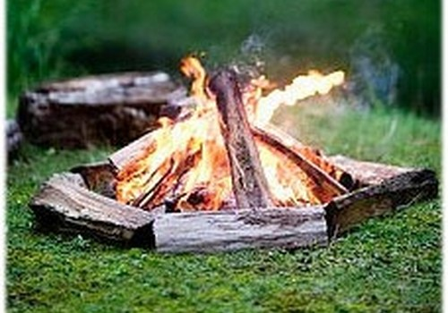 Vai atkritumu dedzināšana ugunskurā kļuvusi par Jāņu tradīciju?