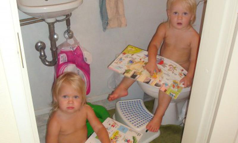Dvīņu māsu podiņmācība