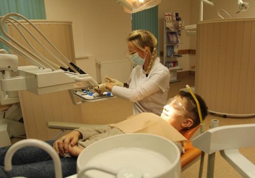 """Gandrīz 2000 Latvijas bērnu kļuvuši par kārtīgas un regulāras zobu tīrīšanas vēstnešiem – noslēgusies informatīvā kampaņa """"Man ir tīri zobi!"""""""