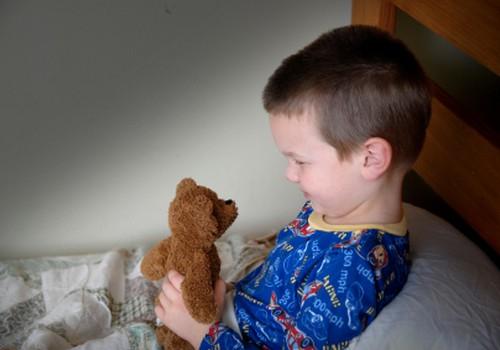 APTAUJA: 80% bērni vecumā pēc 3 gadiem naktīs pieslapina gultiņu