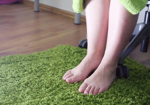 Nenosēdi savas skaistās kājas – sēdoša darba ietekme uz kāju vēnu veselību