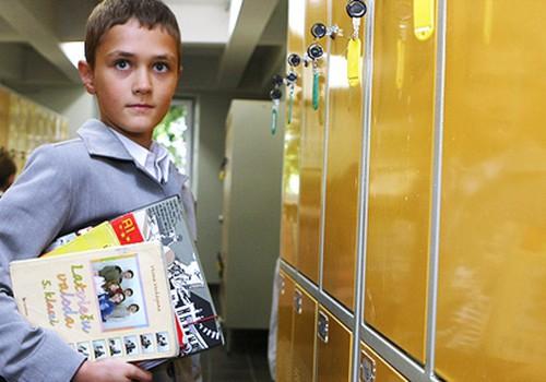 Aicina ziņot, ja skola liek vecākiem pirkt mācību materiālus