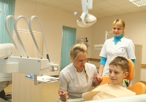 Kā bērnu sagatavot zobu higiēnista apmeklējumam?