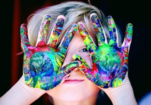 Spēja mācīties patstāvīgi: kā vecāki var palīdzēt bērniem to apgūt ikdienas situācijās vasarā?
