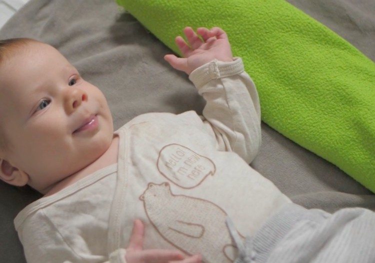 Bērniņa attīstība pirmajā dzīves gadā: 2. mēnesis