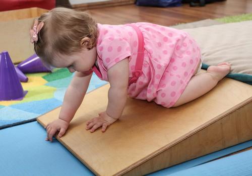 Fizioterapeite: pēc sešu mēnešu vecuma hendlinga principi mainās!