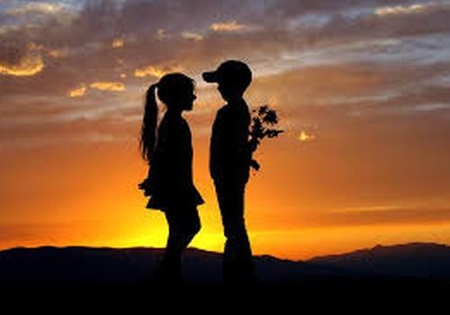 Ko par mīlestību domā skolas bērni- kas saņem balviņu.