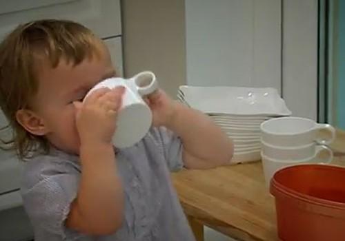 VIDEO: Uzmani bērnus no apdedzināšanās virtuvē