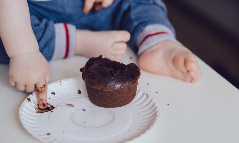Kā lai iemāca bērnam ēst patstāvīgi?