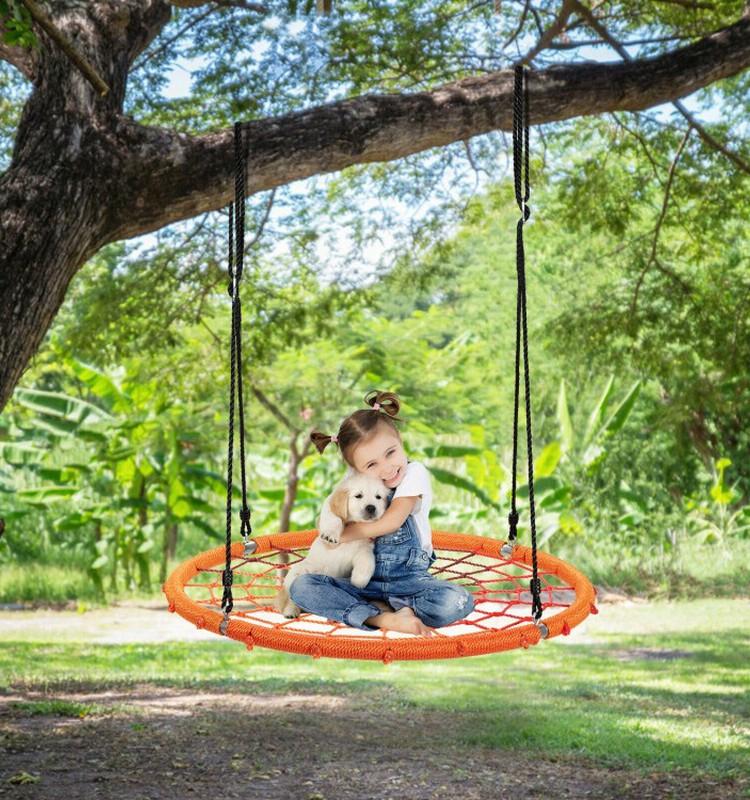 Šūpoles pagalmā: vai tās ir domātas tikai bērniem?