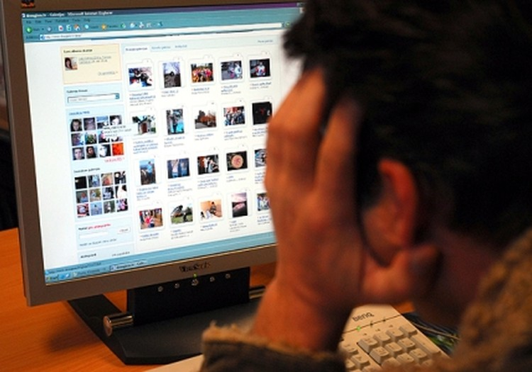 Pētījums: Latvijā 70% vecāku nezina, kā uzlabot bērnu drošību internetā