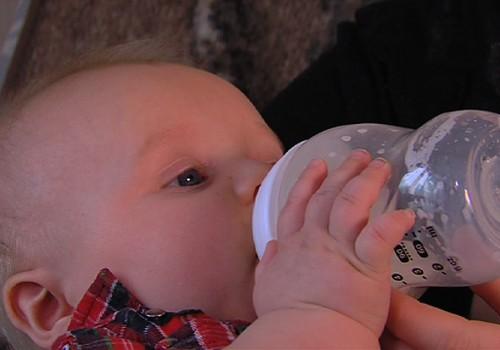 Piedāvājam bērnam padzerties: kad, ko, kāpēc