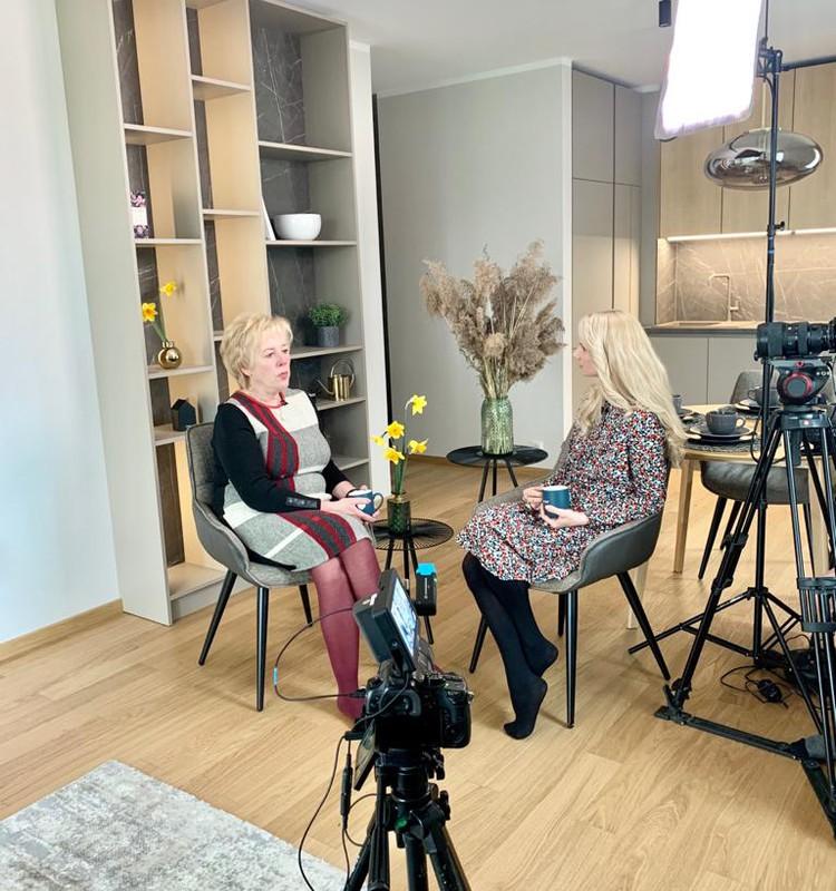 16. maija Māmiņu Kluba TV raidījuma lielajā intervijā - vecmāte Inese Kampusa