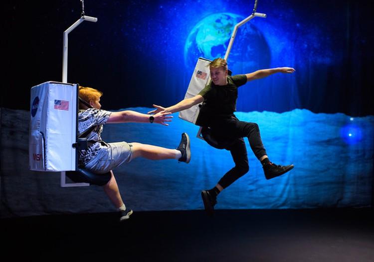 """Tartu zinātnes centrā """"AHHAA"""" apskatāma jauna izstāde par gravitācijas noslēpumiem"""