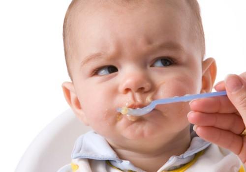 Bērns nevēlas ēst: vai spiest viņam izēst tukšu šķīvi?