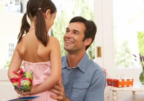 FOTOidejas: 8 dāvanas, ko pagatavot tētim kopā ar bērnu