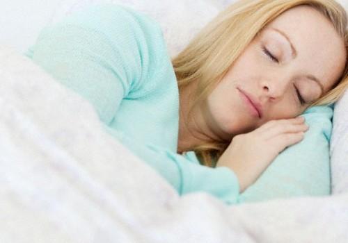 Fizioterapeite iesaka: 5 rituālu komplekss labam naktsmiegam