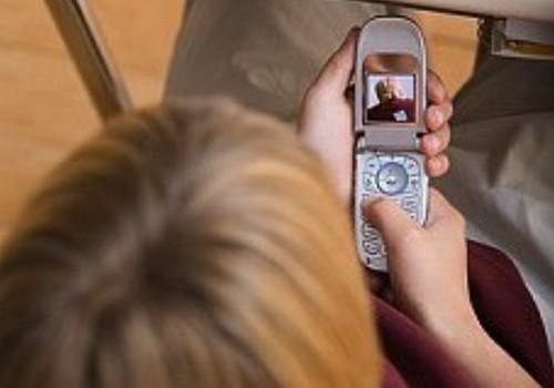 """Atraujies no mobilā tālruņa: bērni,kuru vecāki bieži """"sēž"""" telefonā jūtas nevērtīgi!"""