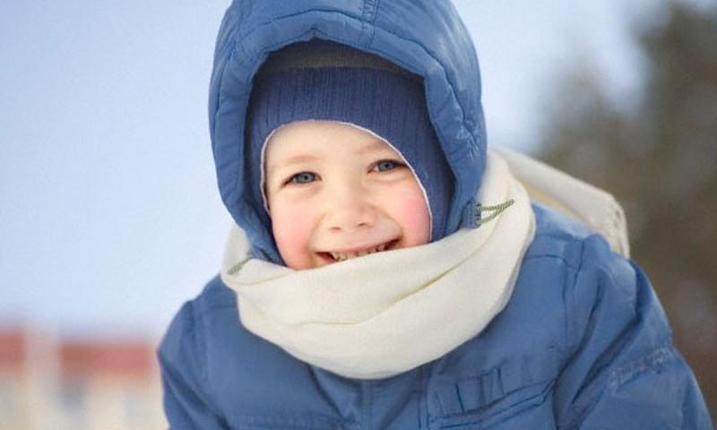 Kā ģērbt mazuli, dodoties pastaigā?