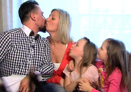 VIDEO: Lieldienu rītā ciemojamies pie Superbingo vadītāja Armanda Simsona ģimenes