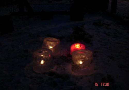 Tāds Adventes vainags, kur sveces liesmai var spoguļoties....