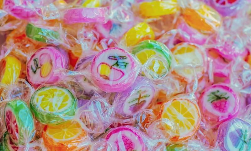 Virtuāls kautiņš par konfekšu paciņu saturu