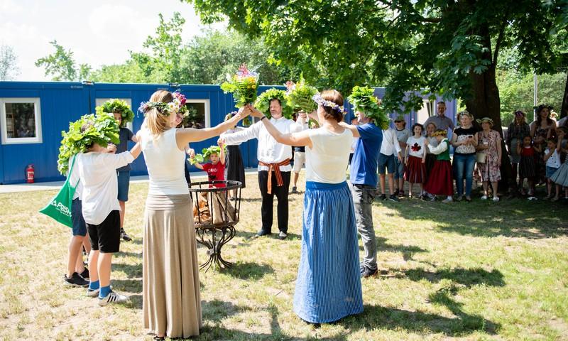 Latviskuma pote - Latviskās tradīcijas International School of Riga skolā svētkos un ikdienā