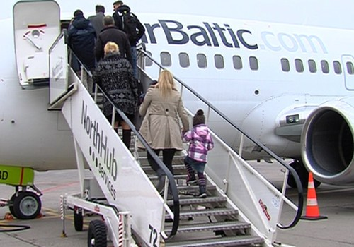 VIDEO: kā tas ir - lidot kopā ar bēbīti lidmašīnā?