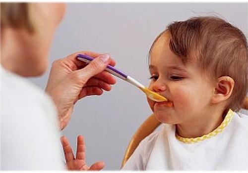 TABULA: ieteicamais kaloriju daudzums un porciju lielums bērniem no 1 līdz 13 gadu vecumam