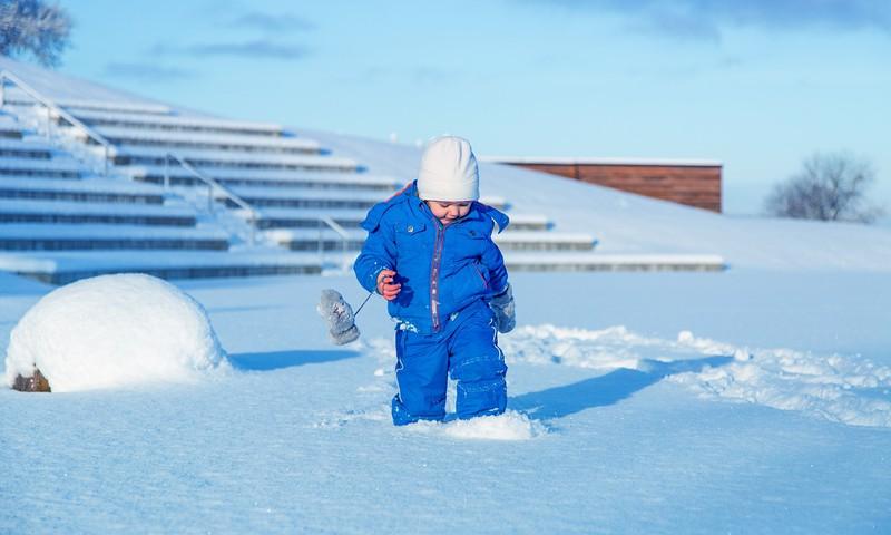 Skolas un bērnudārza apmeklēšana aukstā laikā