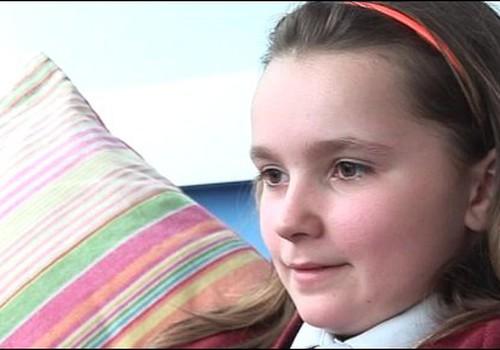 Meitenei atsaka bezmaksas poti pret papilomas vīrusu