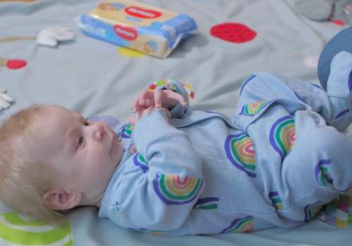 Bērniņa attīstība pirmajā dzīves gadā: 3. mēnesis