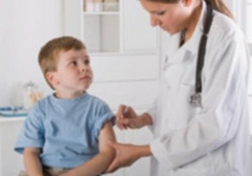 Vakcinācija - efektīva iespēja izvairīties no plaušu karsoņa un vidusauss iekaisuma
