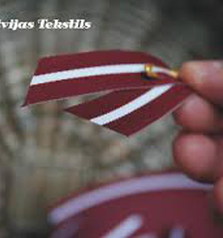 DISKUSIJA: Vai Jūs un Jūsu bērni Patriotu nedēļā liekat Latvijas sarkanbaltsarkano lentīti?