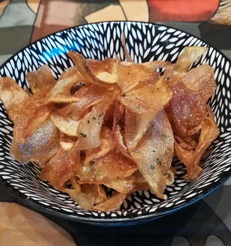 Pašu gatavoti kartupeļu čipsi