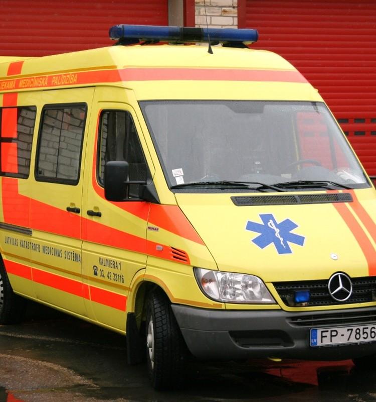 Biežāk dzemdības nākas pieņemt ātrās palīdzības mašīnās