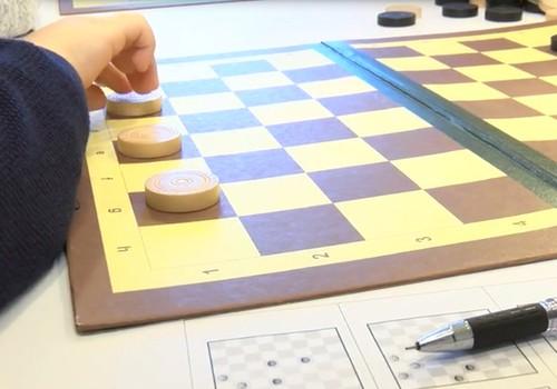 VIDEO: Asinām bērnu prātus - ar galda spēlēm un uzturu!