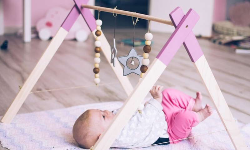 Dariet paši: pašgatavota rotaļlieta bērniņam