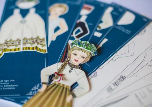 Papīra lelles tērpjas latviešu tautas tērpos