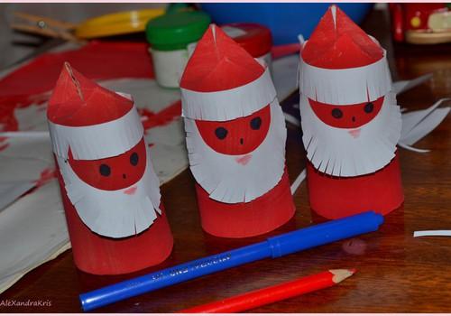 MEISTARKLASE: Ziemassvētku vecīši no tualetes papīra rullīšiem