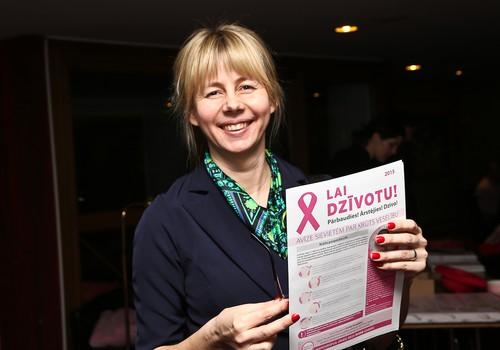 Uzsākta plaša mēroga kustība, lai veicinātu sieviešu informētību par krūts vēzi