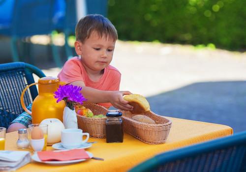 Ko lietot uzturā bērnam enurēzes gadījumā?