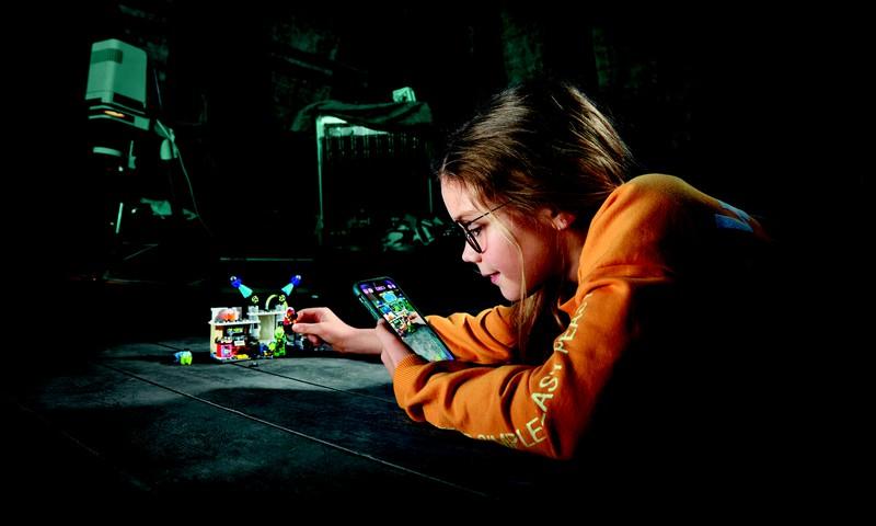 Klucīši atdzīvojas LEGO® Hidden Side™ pasaulē!