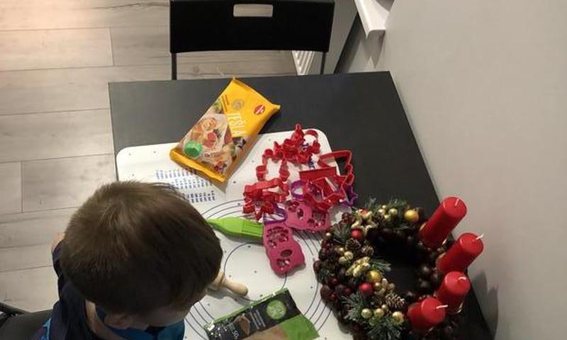 Virtuvē ar trīsgadnieku