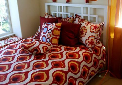 8 labākie risinājumi, ja bērns slapina gultā