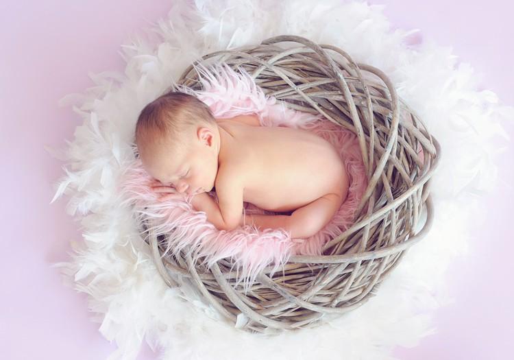 Bērniņa piedzimšana - apsveikuma dzejoļi un laimes vēlējumi