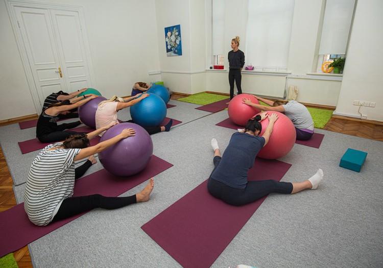 Kustēties ir svarīgi arī grūtniecības laikā: aicinām ceturtdienās uz grūtnieču jogu