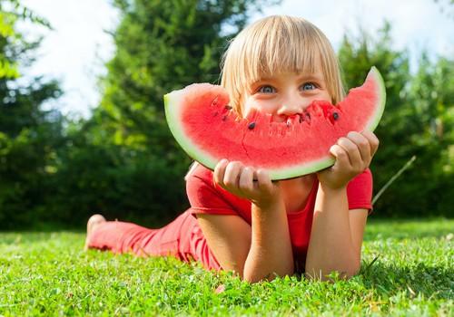Padomi veselīgai bērnu ēdienkartei vasarā no uztura speciālistes Lizetes Pugas